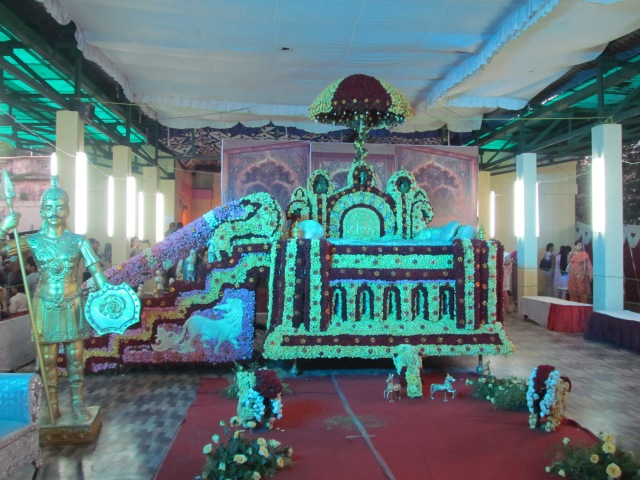 Mysore Simhasana made with flowers in Flower show during Dasara
